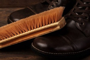 Salzflecken auf Schuhen entfernen: Diese Tipps habe ich parat