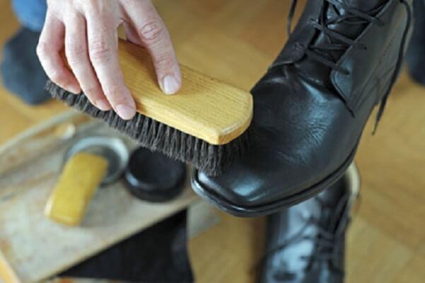 Schuhcreme richtig auftragen