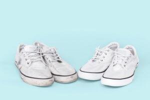 Weiße Schuhe pflegen: Vorgangsweise, Tipps & Tricks