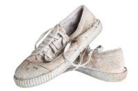 Weiße Sneaker sauber bekommen: Den Klassiker richtig säubern