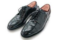 Welche Schuhspanner sind die besten: Holz oder Kunststoff?