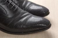 Schwarze Lederschuhe pflegen, reinigen und aufbewahren