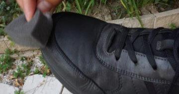 Flecken auf Schuhen entfernen