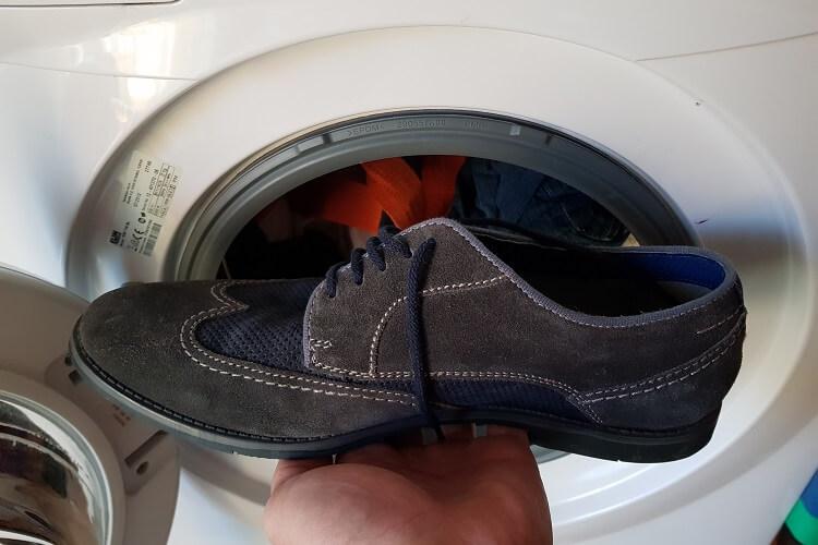 Schuhe in Maschine waschen