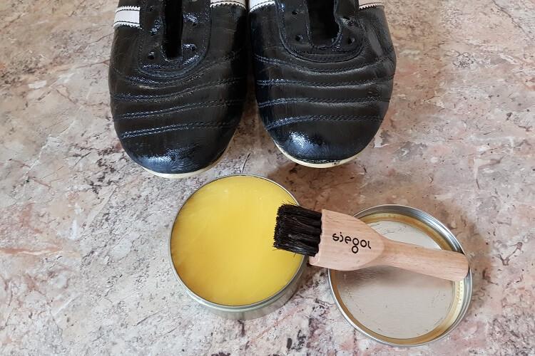 Fußballschuhe pflegen reinigen fetten