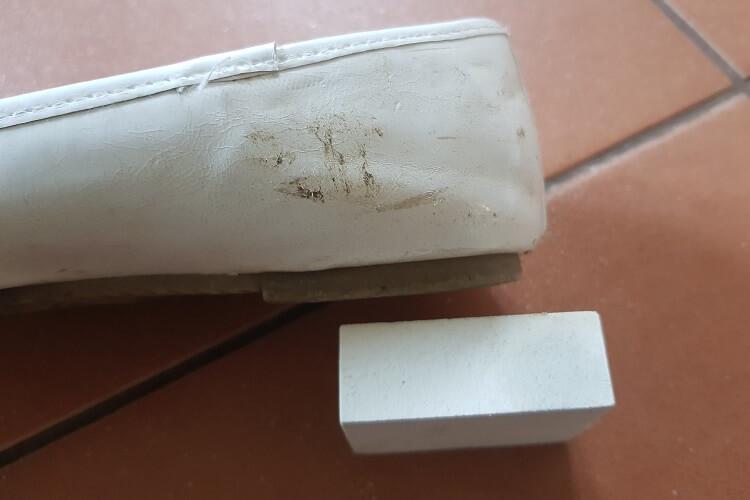 weiße Schuhe mit Schmutzradierer behandeln