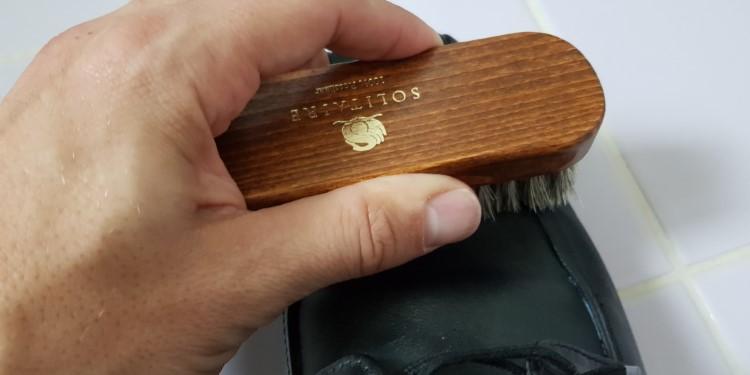 Glattlederschuhe putzen
