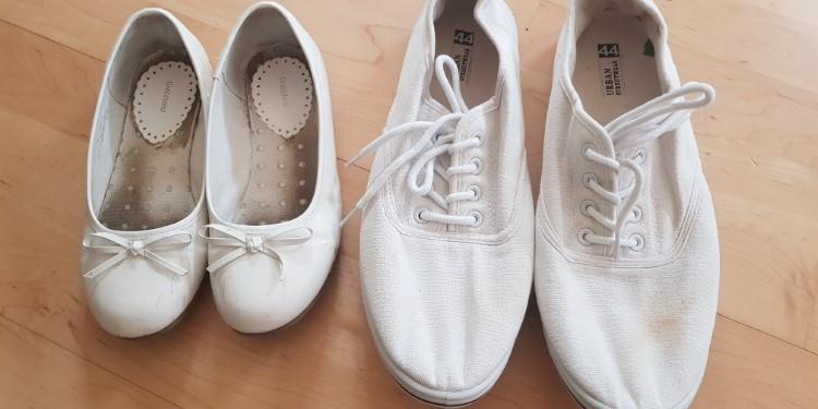 Schuhe aus Textil und Sythetik putzen