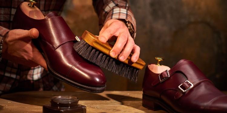 Schuhe putzen