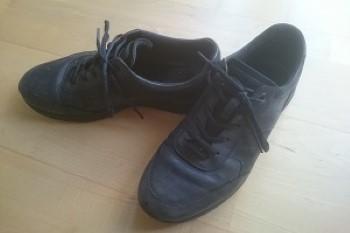 Schuhe vor dem Putzen mit Ledercreme